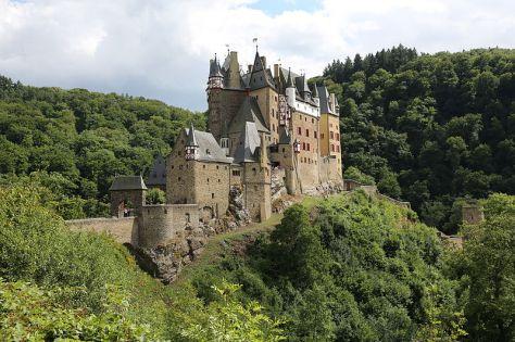 800px-Burg_Eltz_-_Wierschem_-_201308