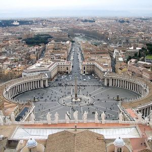 600px-Saint_Peter's_Square_from_the_dome_v2